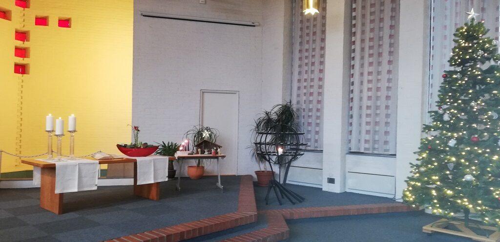 Kirken er pyntet til jul